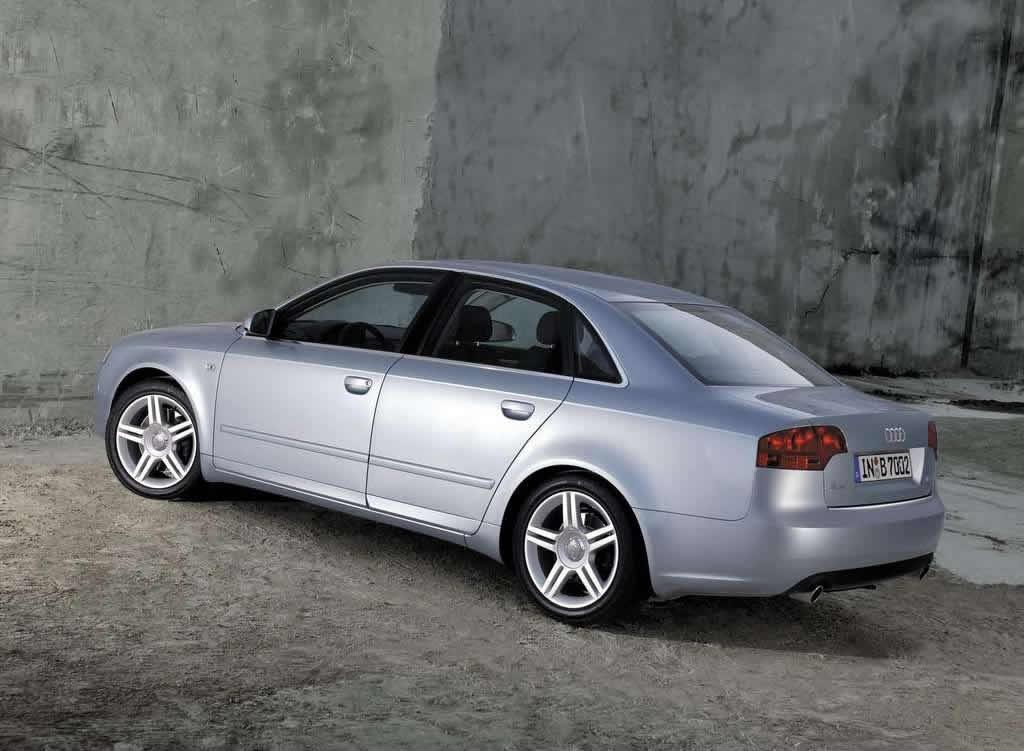 Audi-A4_2.0T_2005_1024x768_wallpaper_0a
