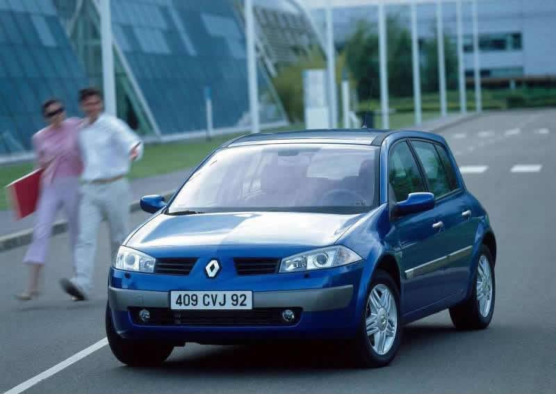 Renault-Megane_II_Hatch_2003_800x600_wallpaper_01
