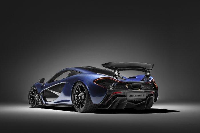 1-blue-carbon-mclaren-p1-rear-side-view-700x466