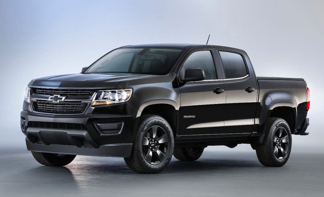 2016-Chevrolet-Colorado-Midnight-Edition-01-e1438614411199