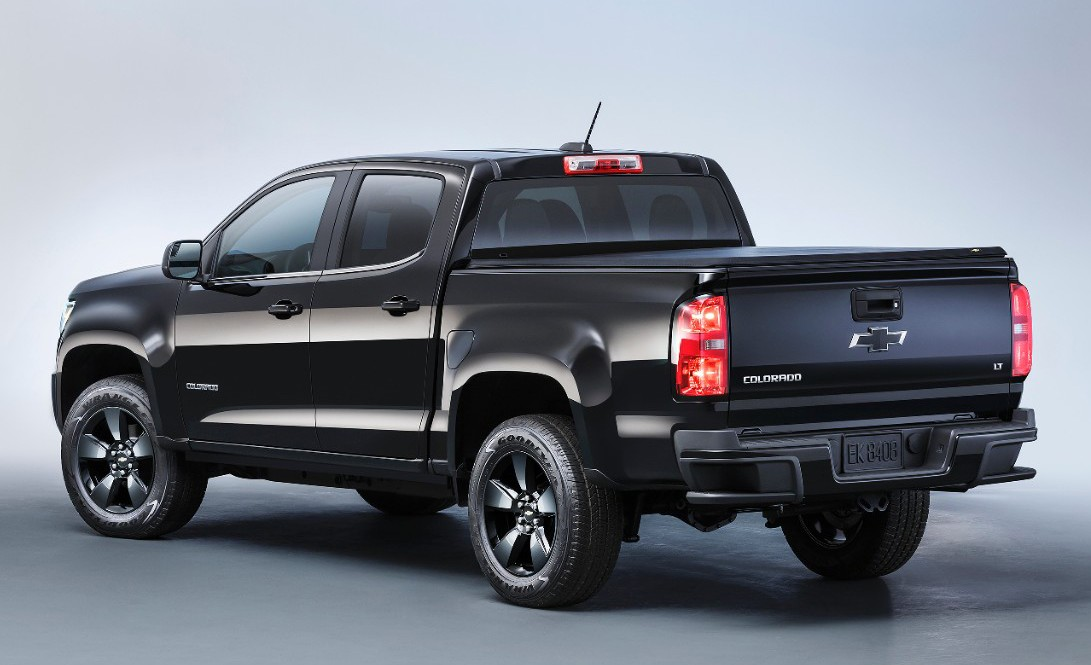 2016-Chevrolet-Colorado-Midnight-Edition-02-e1438614450110