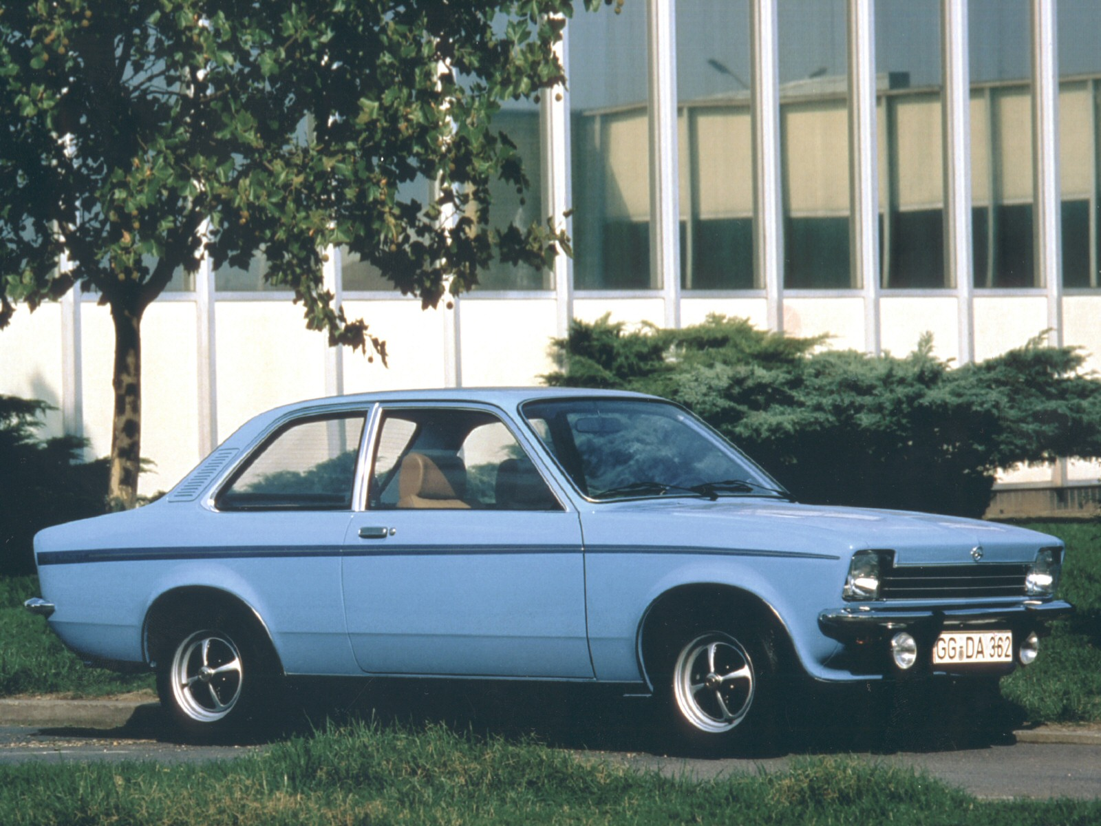 1977_Opel_Kadett_(_C_)_2-door_003_6445