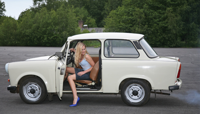 Berlin-Trabant-girl