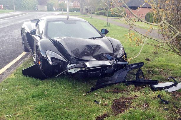 PAY-McLaren-650S-Spider-crash