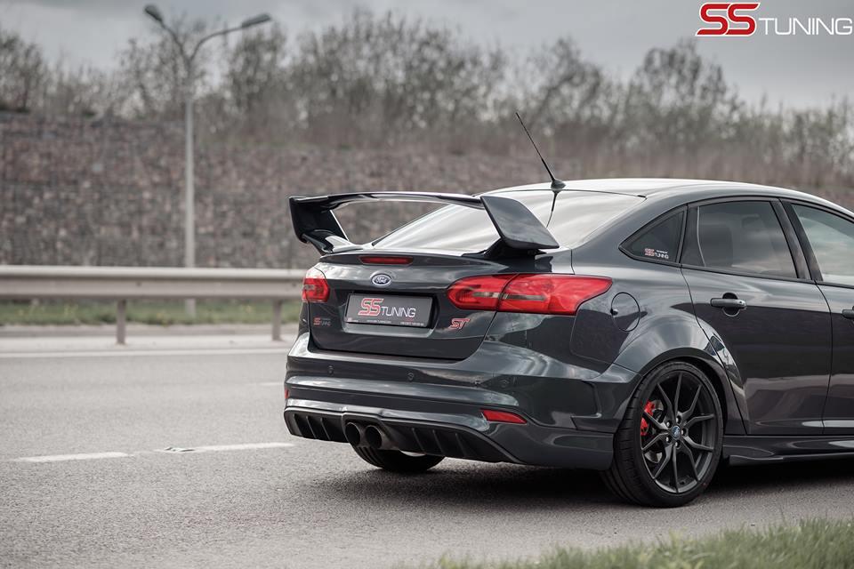 ford-focus-st-sedan-by-ss-tuning-has-an-sti-wing_1-autonovosti.me-1