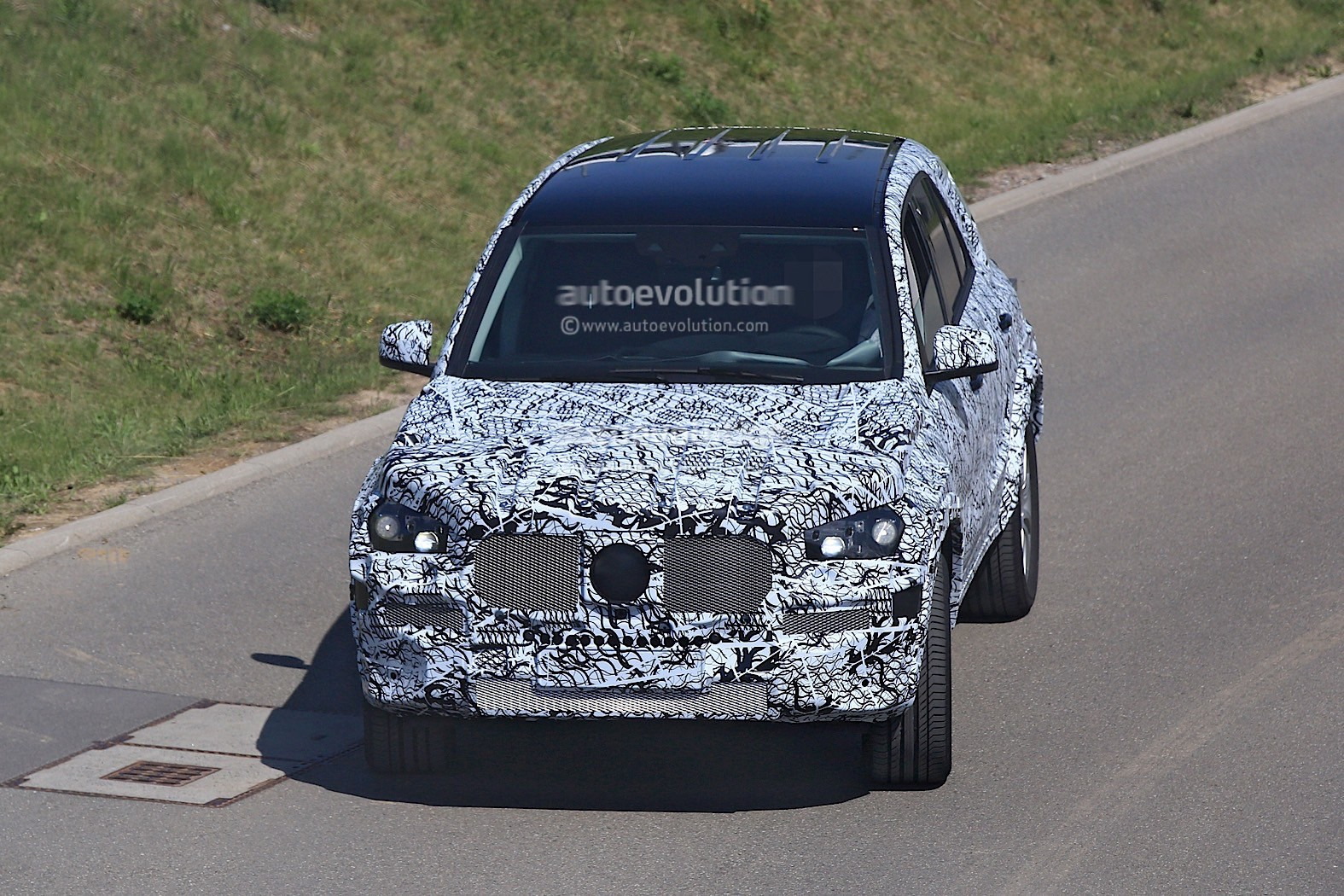 2018-mercedes-benz-glb-starts-testing-with-production-body_1-autonovosti.me-1