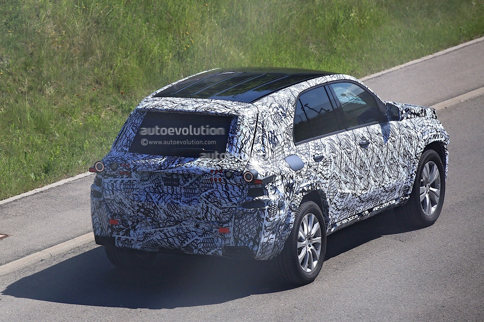 2018-mercedes-benz-glb-starts-testing-with-production-body_11-autonovosti.me-3
