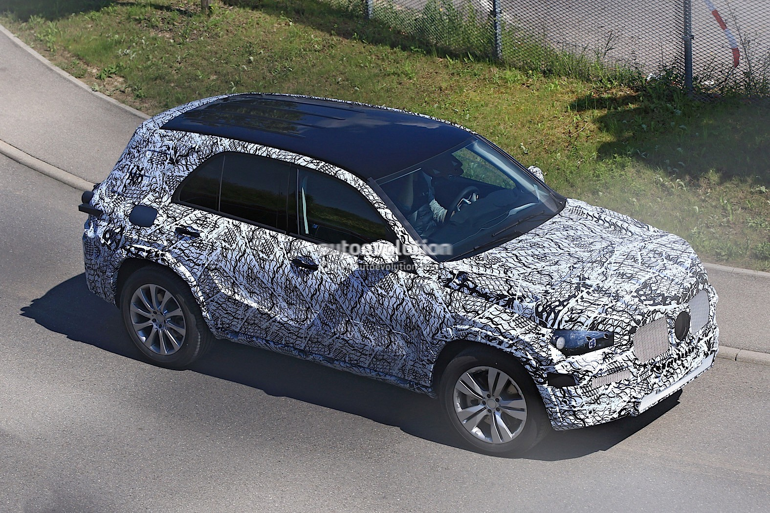 2018-mercedes-benz-glb-starts-testing-with-production-body_5-autonovosti.me-2
