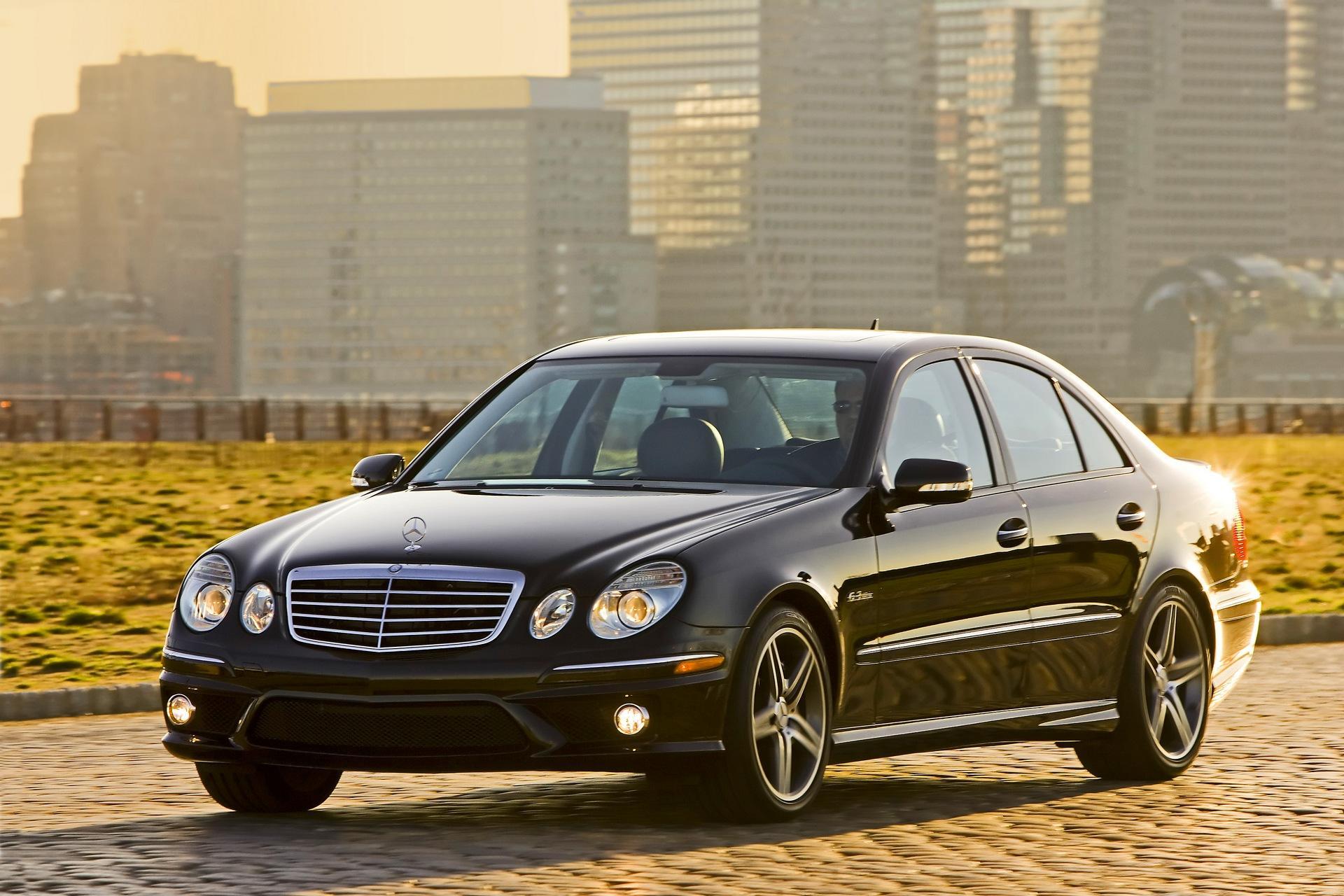 mercedes-Benz_E-Class_2008_01