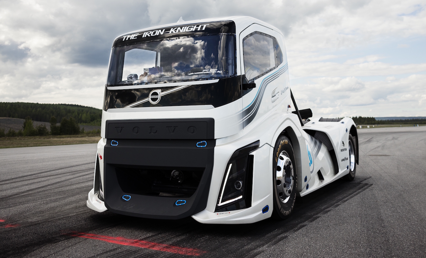 Volvo-The-Iron-Knight-Breaks-Record-Fastest-Truck-UK-Haulier-autonovosti.me-4
