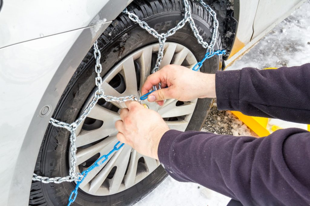car-snow-chains-meineurlaubswelt-min-1024x682