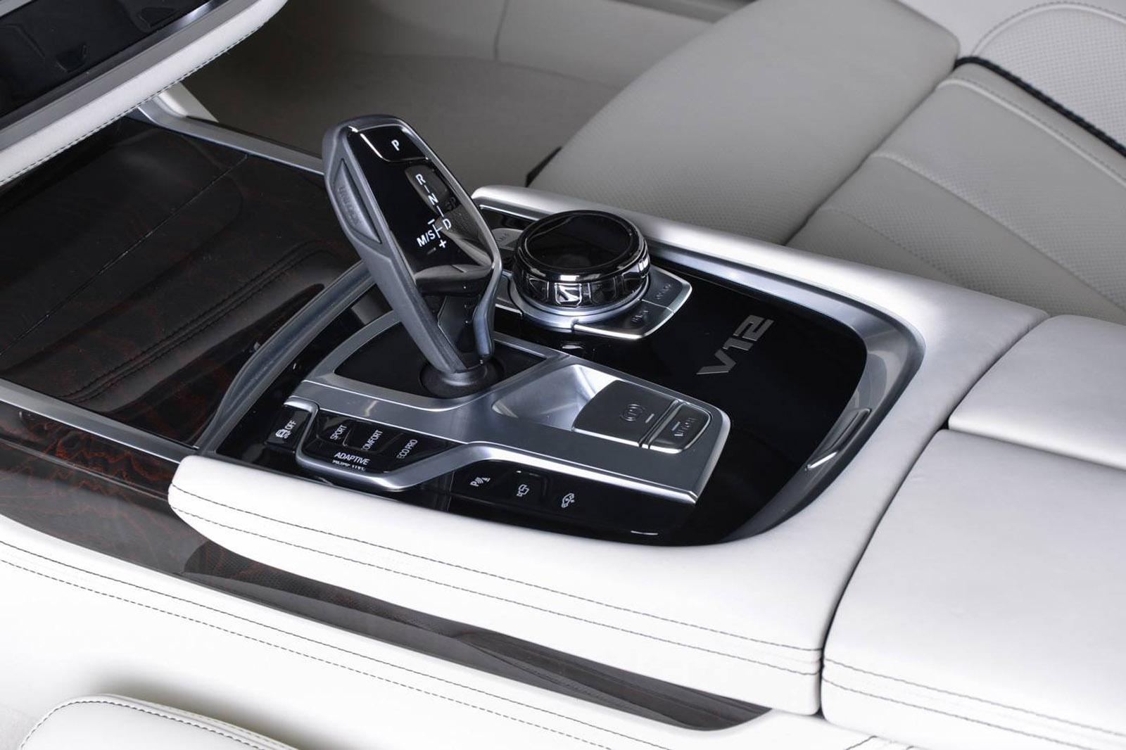 BMW M760Li xDrive Rallye Green