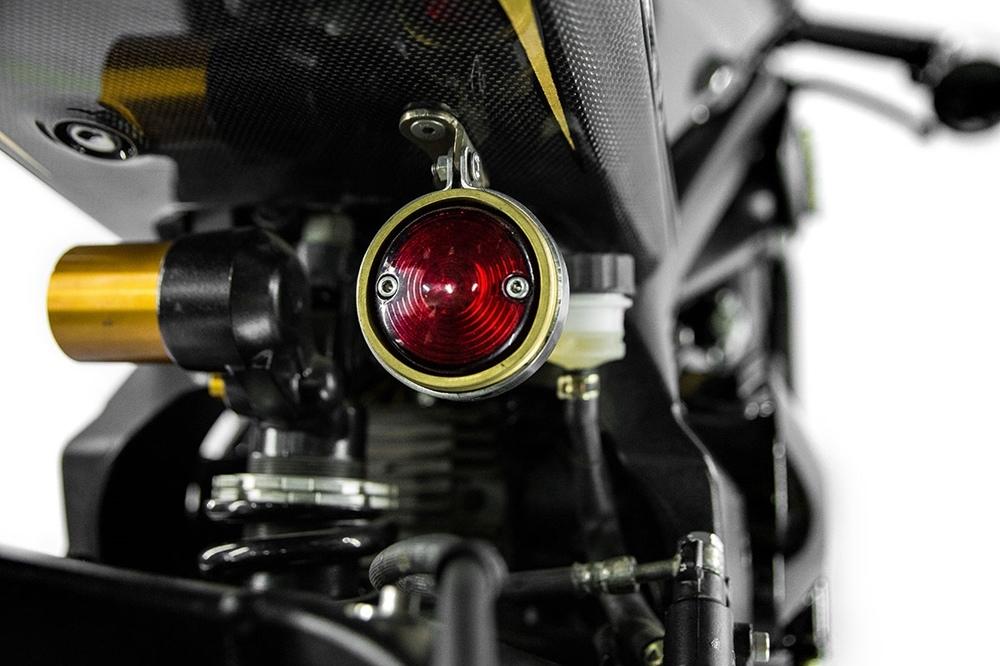 Smoked MT777 Triump Daytona 645R